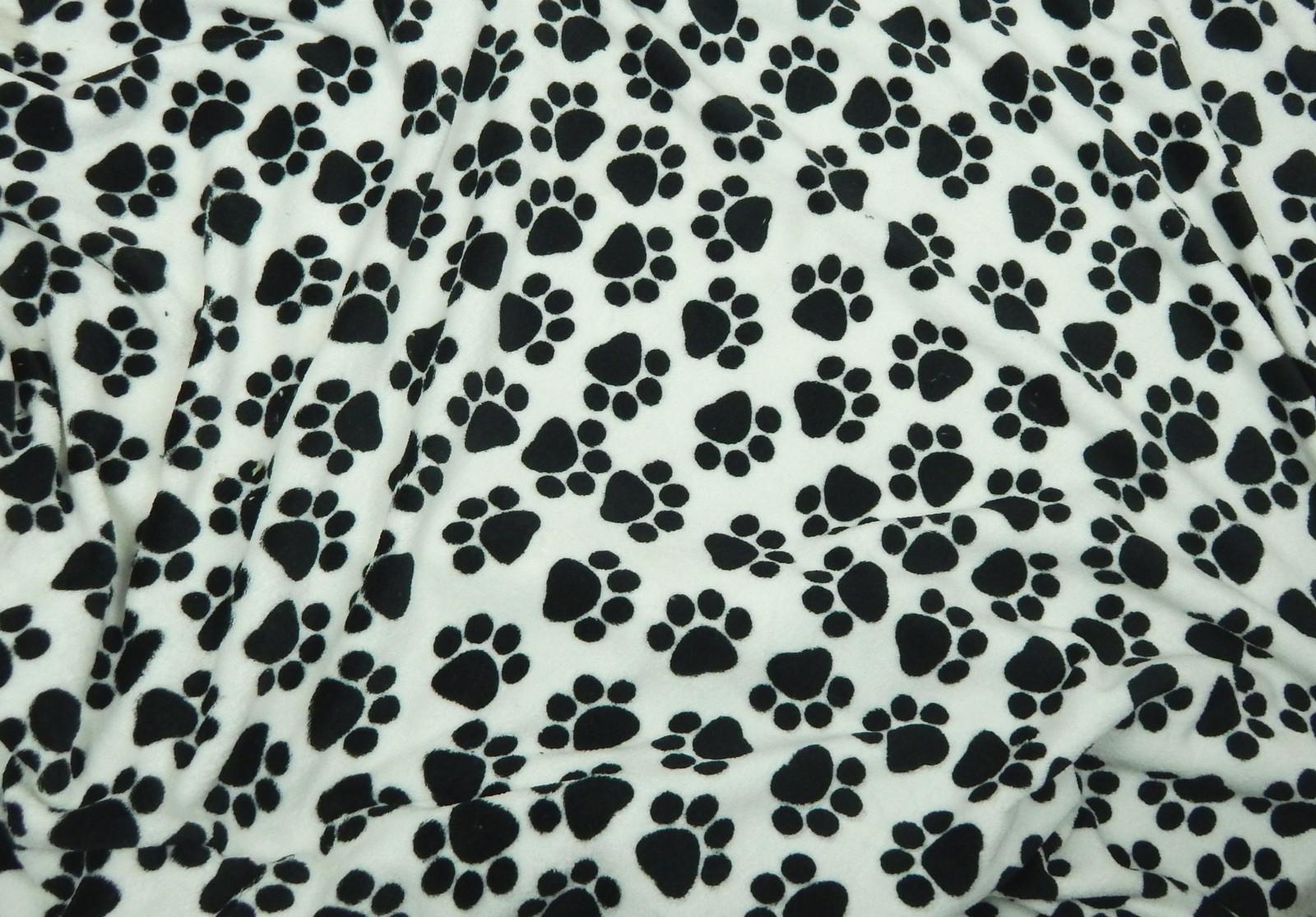 Metráž flanel fleece - černé tlapky bílém   Zboží prodejce U ... 949543457e4