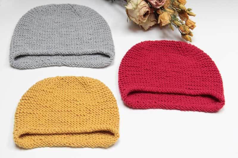 Ručně pletená dámská a dětská čepice - červená   Zboží prodejce ... 412205923c