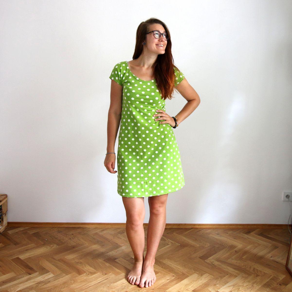 70706edad68a Áčkové šaty s puntíky   2 barvy   Zboží prodejce Natyris
