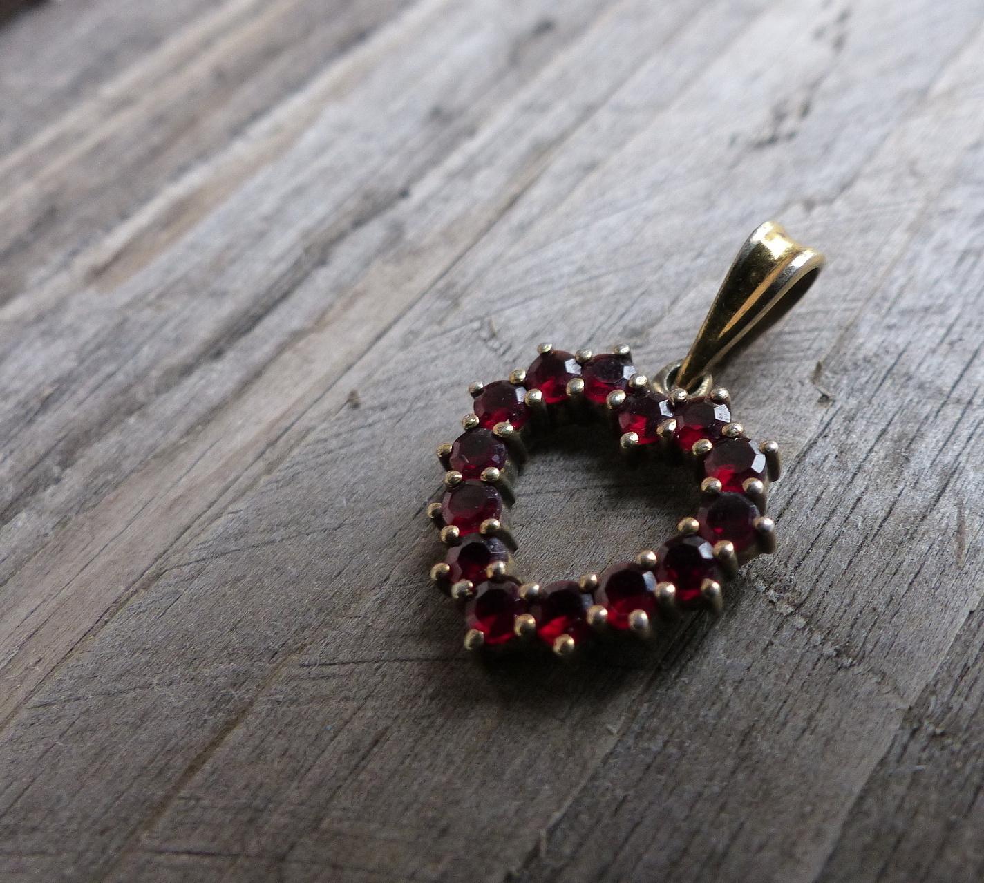 Malé srdce...stříbrný přívěšek s českými granáty   Zboží prodejce ... 812719190d1