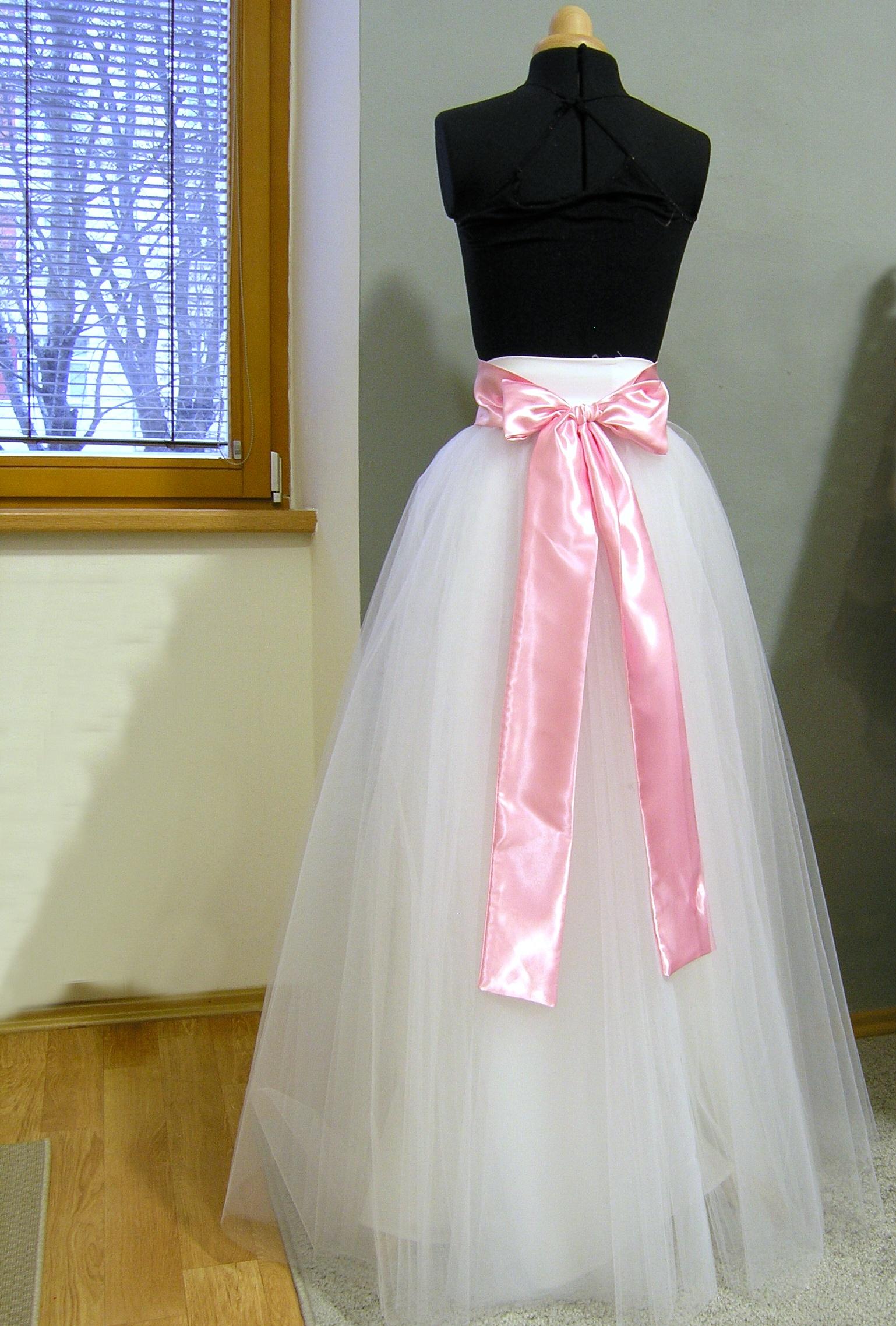 86d556994cda Bílá svatební sukně + šitá stuha na přání   Zboží prodejce ceasara ...