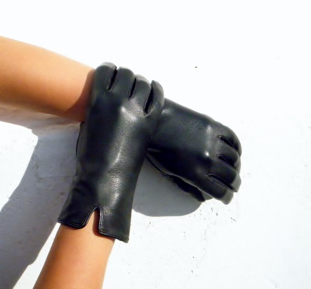 6312e742abb Černé dámské kožené rukavice bezpodšívkové   Zboží prodejce j ...