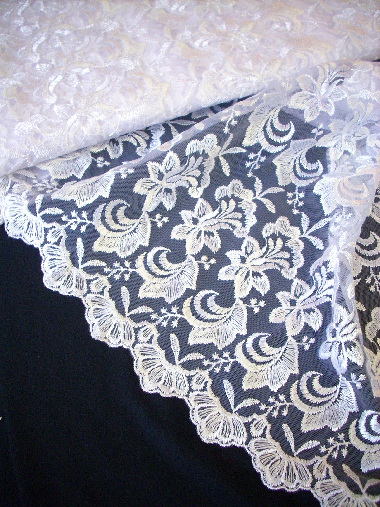 df7033fc686f Bílá krajka - vyšívaný tyl   Zboží prodejce klariana