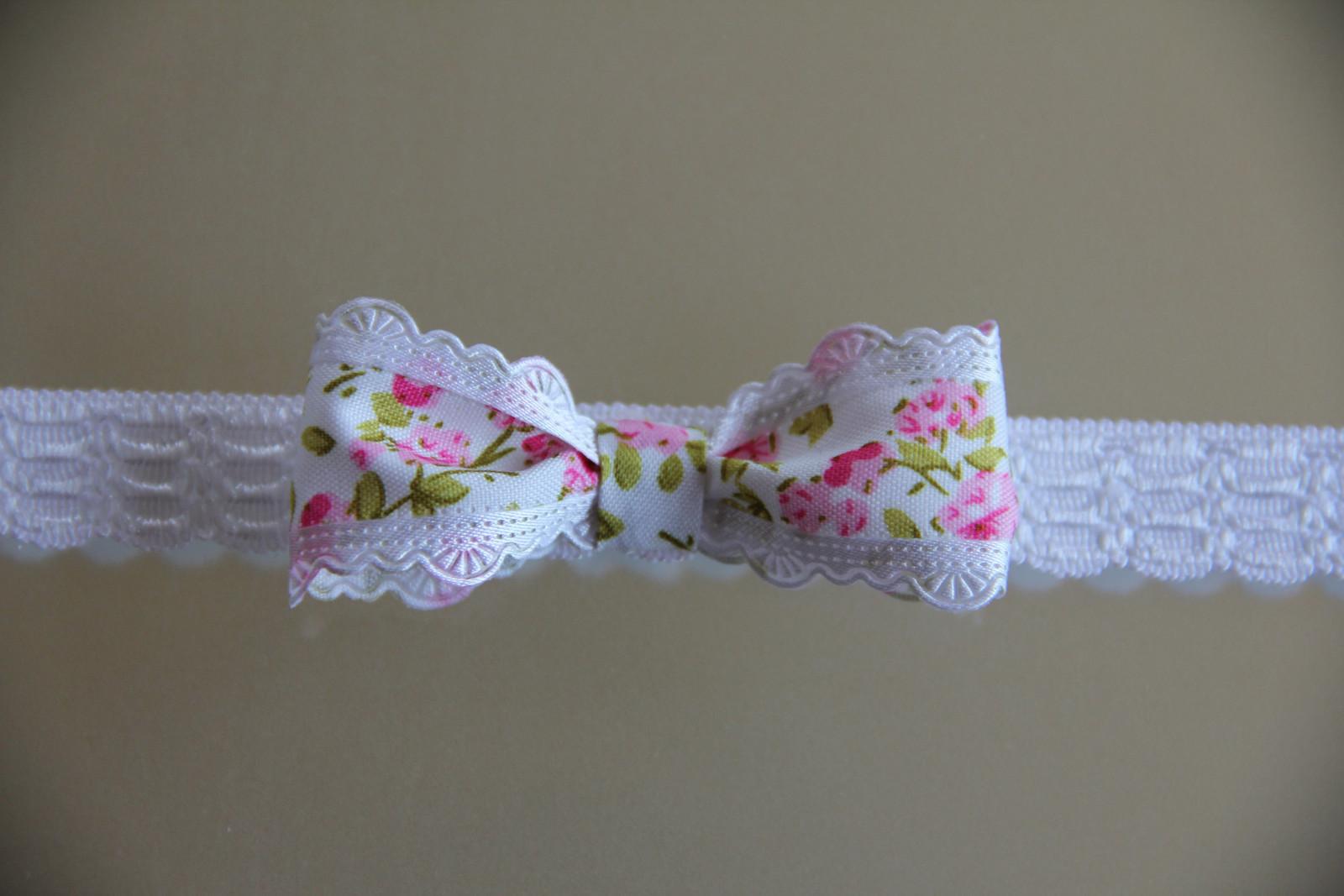 Bílá pružná čelenka s květinovou mašlí   Zboží prodejce krásná ... 12bd9e5f53