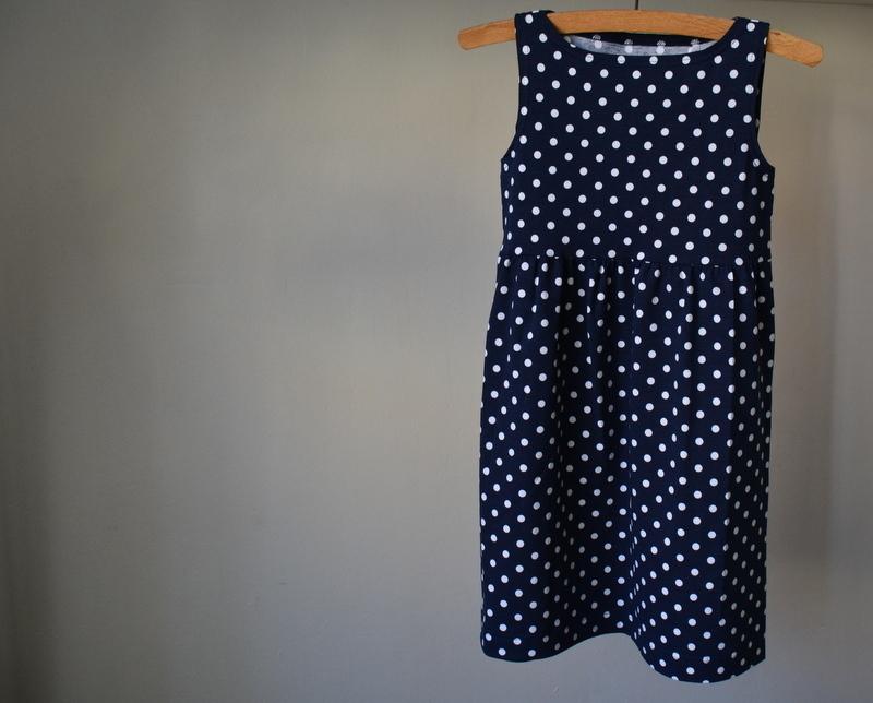 Puntíkované modré šaty vel. 104   Zboží prodejce Petrushe  af9c01c640
