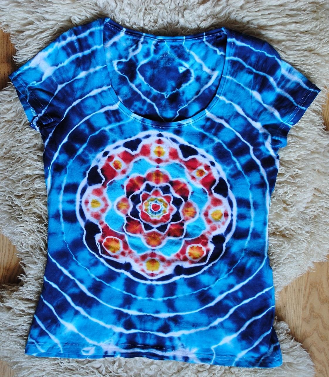 d87acc1532c0 Batikované tričko vel. 40 - Květ v tyrkysové tůni   Zboží prodejce ...