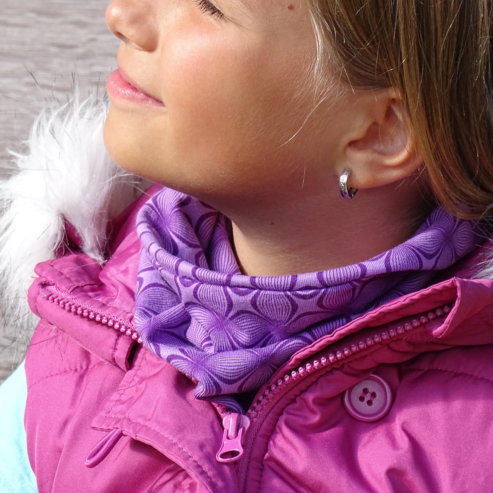 4fd946095ed nákrčník fialové čtyřlístky   Zboží prodejce pevera