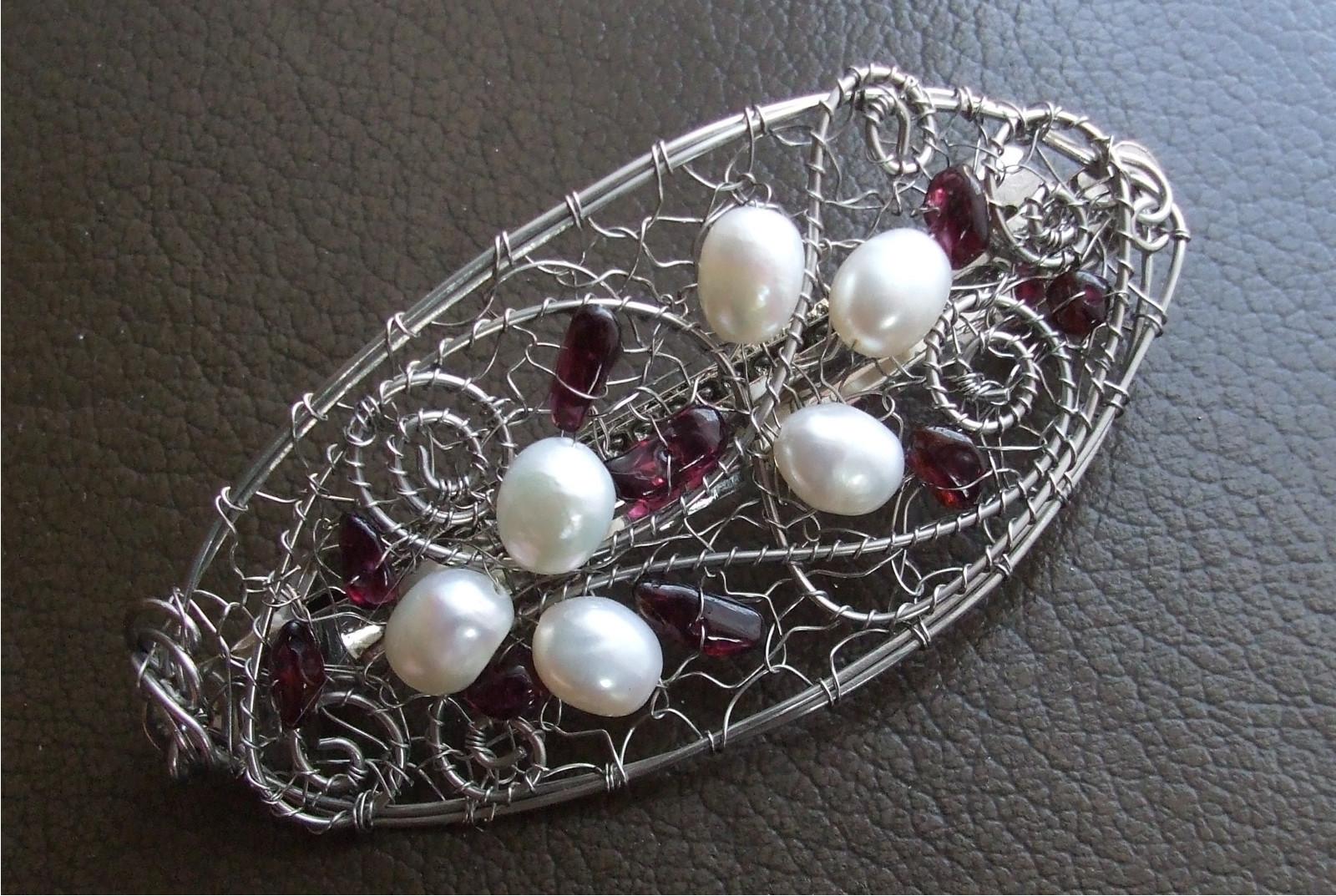 958f58b015f Sponka do vlasů s perlami a granátky.   Zboží prodejce U Alžběty ...
