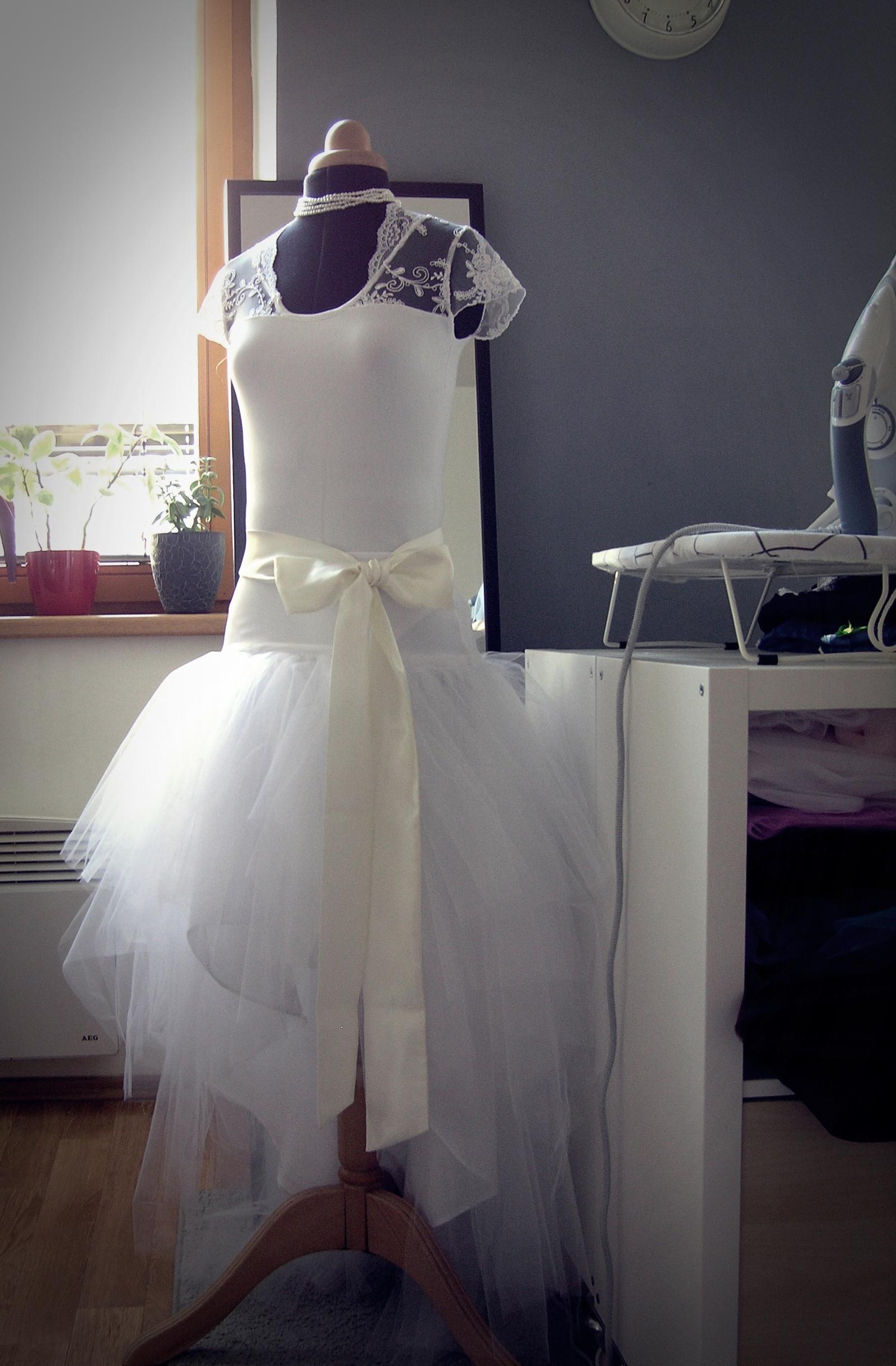 7966ee51cac Bílá asymetrická sukně + svatební body s krajkou   Zboží prodejce ...