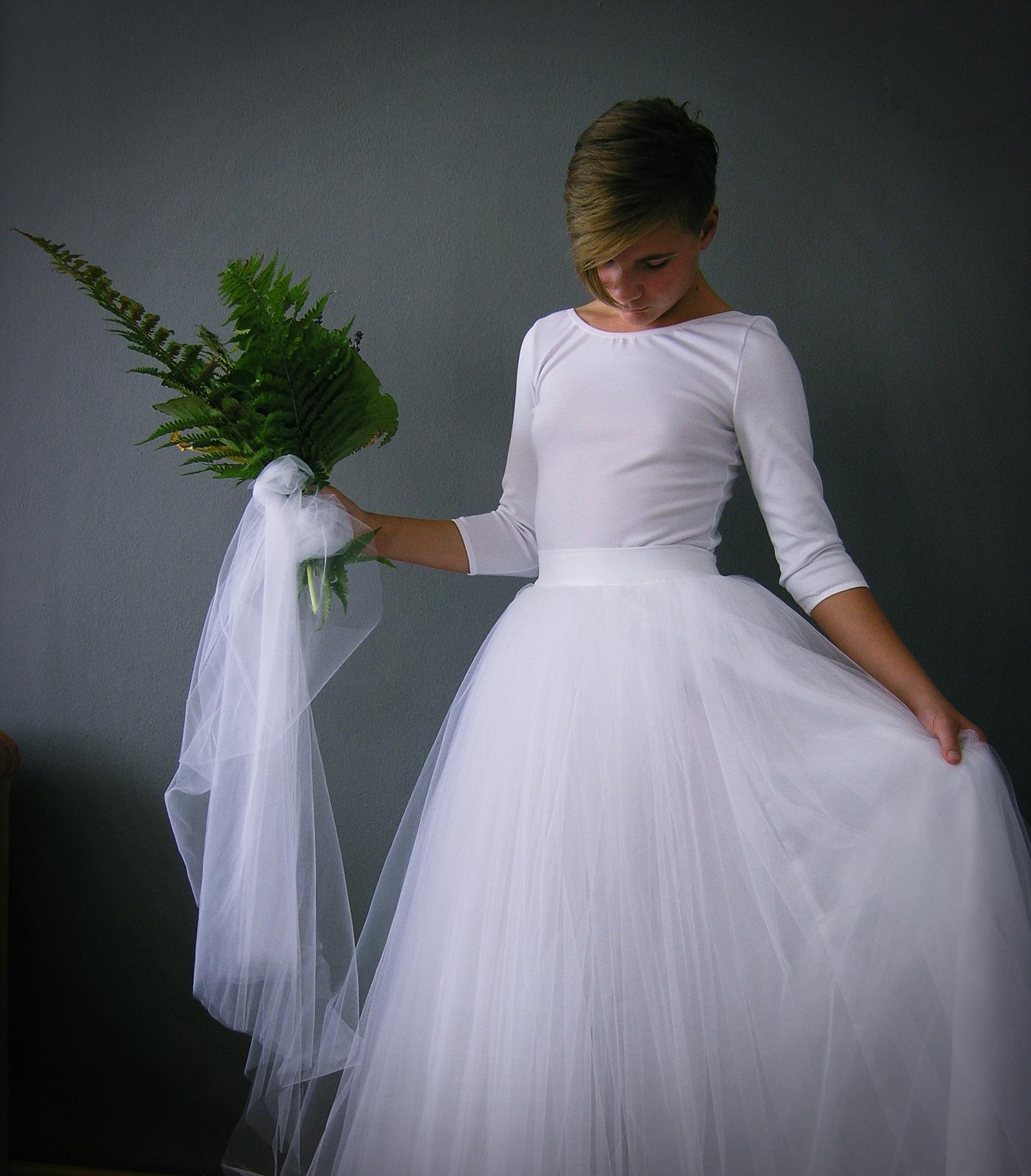 019c27c5e52 svatební sukně bílá + body   Zboží prodejce ceasara