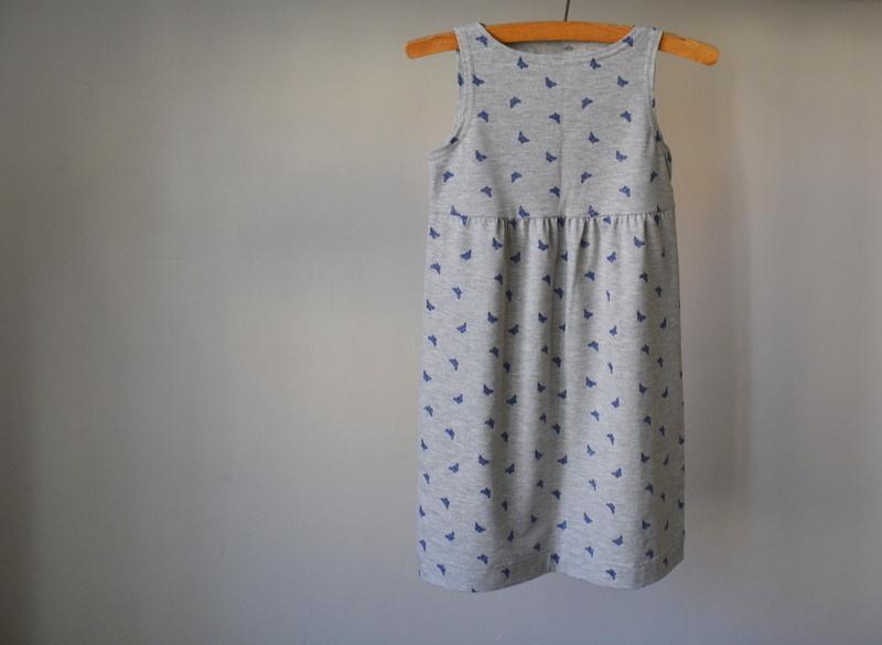 Šedé šaty s motýlky vel. 104   Zboží prodejce Petrushe  c0aa5b74b8