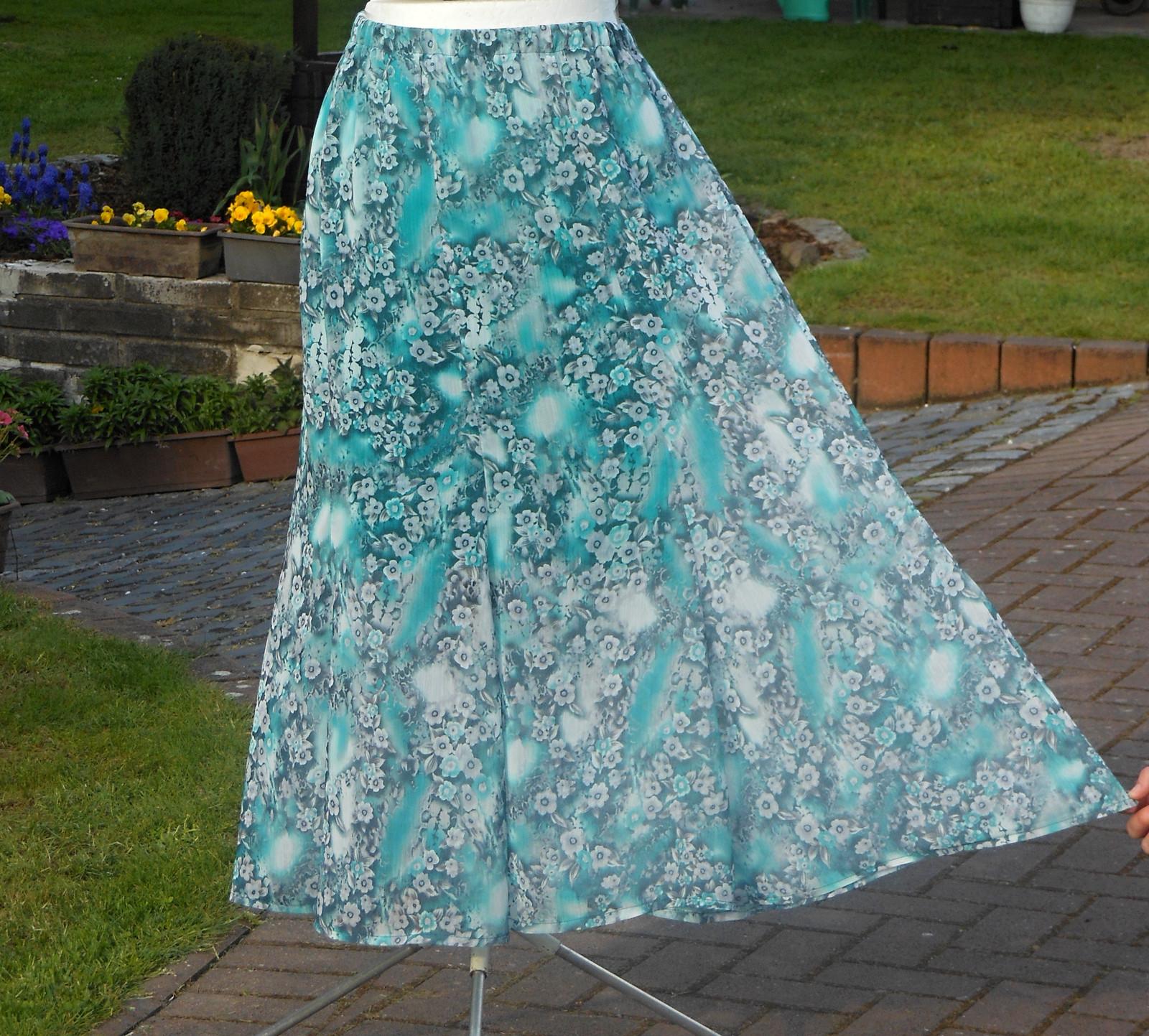 fc9493ffa1c6 Dlouhá letní sukně - smaragdová   Zboží prodejce Helena 131
