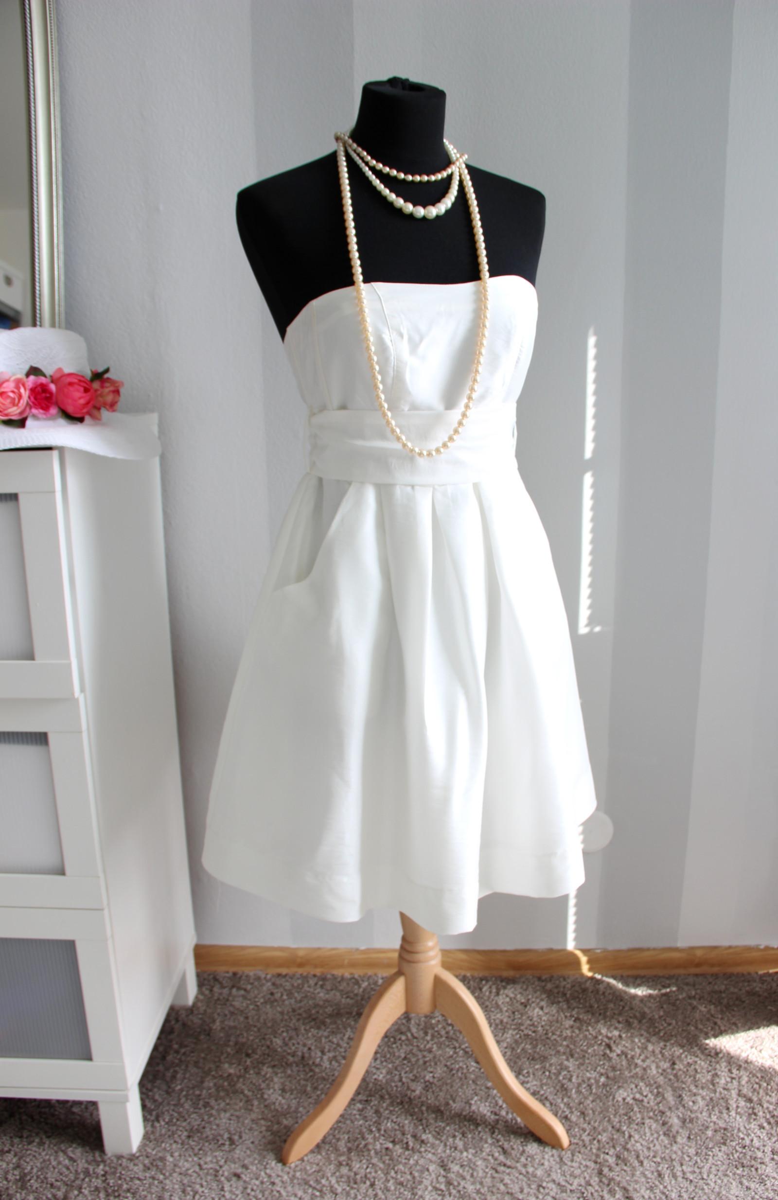 826e0b7ce350 Bělostně bílé chic šaty alá Marilyn Monroe   Zboží prodejce Madame ...