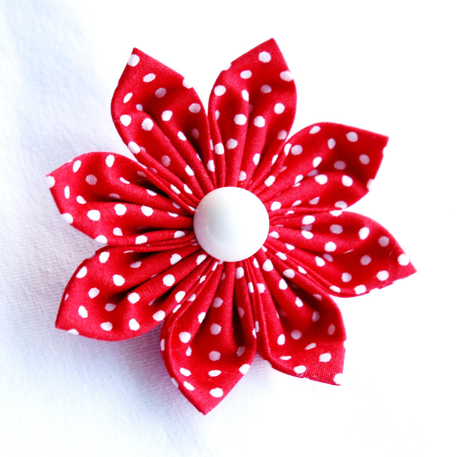 30207e7d489 Červená puntíkovaná kytka (brož)   Zboží prodejce Princezna ...