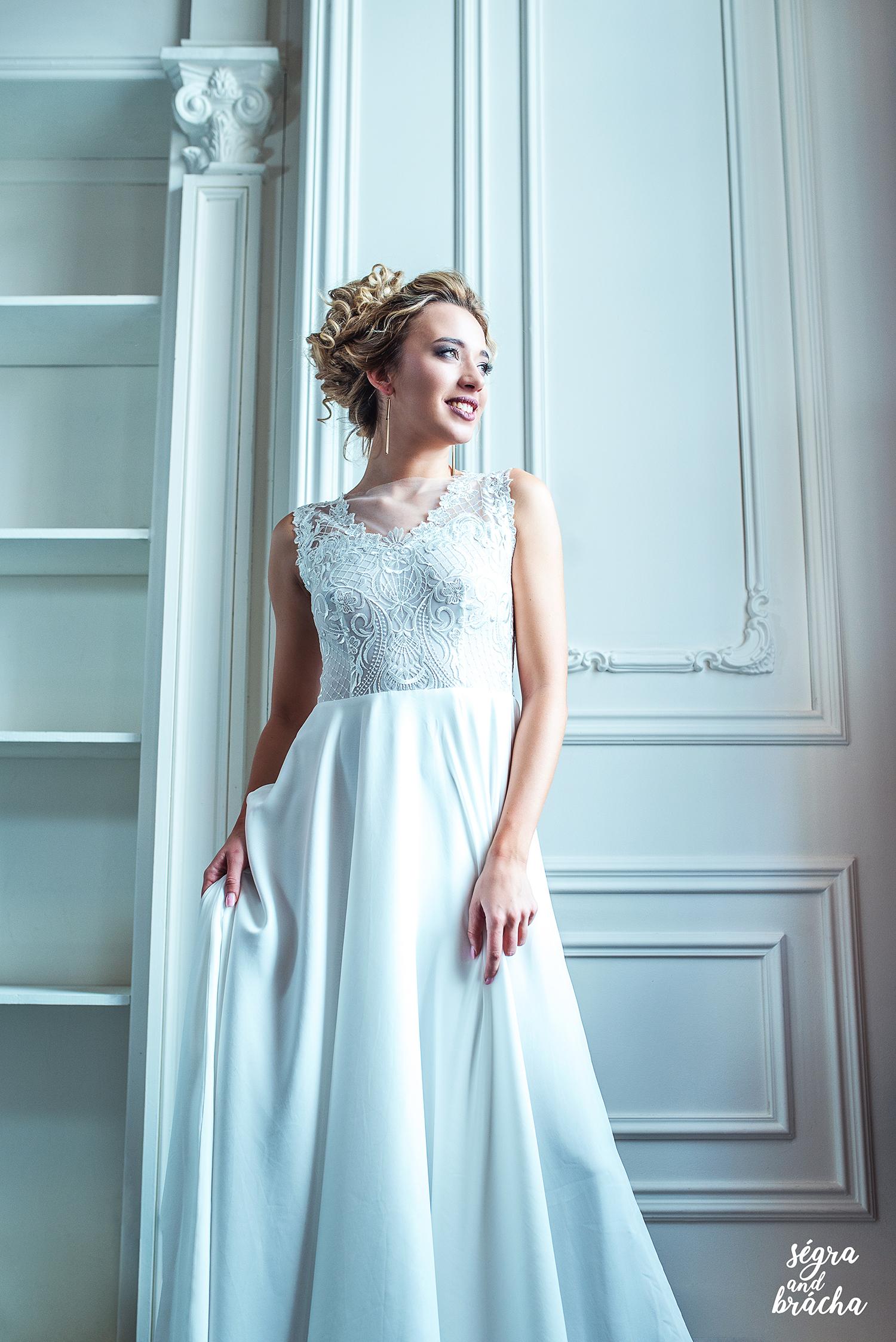 a19ba5064414 Svatební šaty s trensparentým živůtkem a kruhovou   Zboží prodejce ...