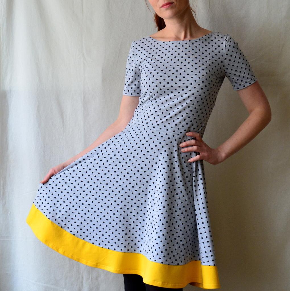 Puntíkované úpletové šaty - na míru   Zboží prodejce Petrushe  e062733179