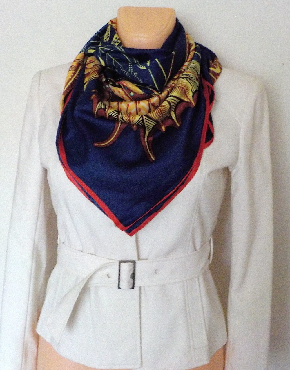 4fb352b9966 Velký hedvábný šátek---- Motýli 1   Zboží prodejce YSRC