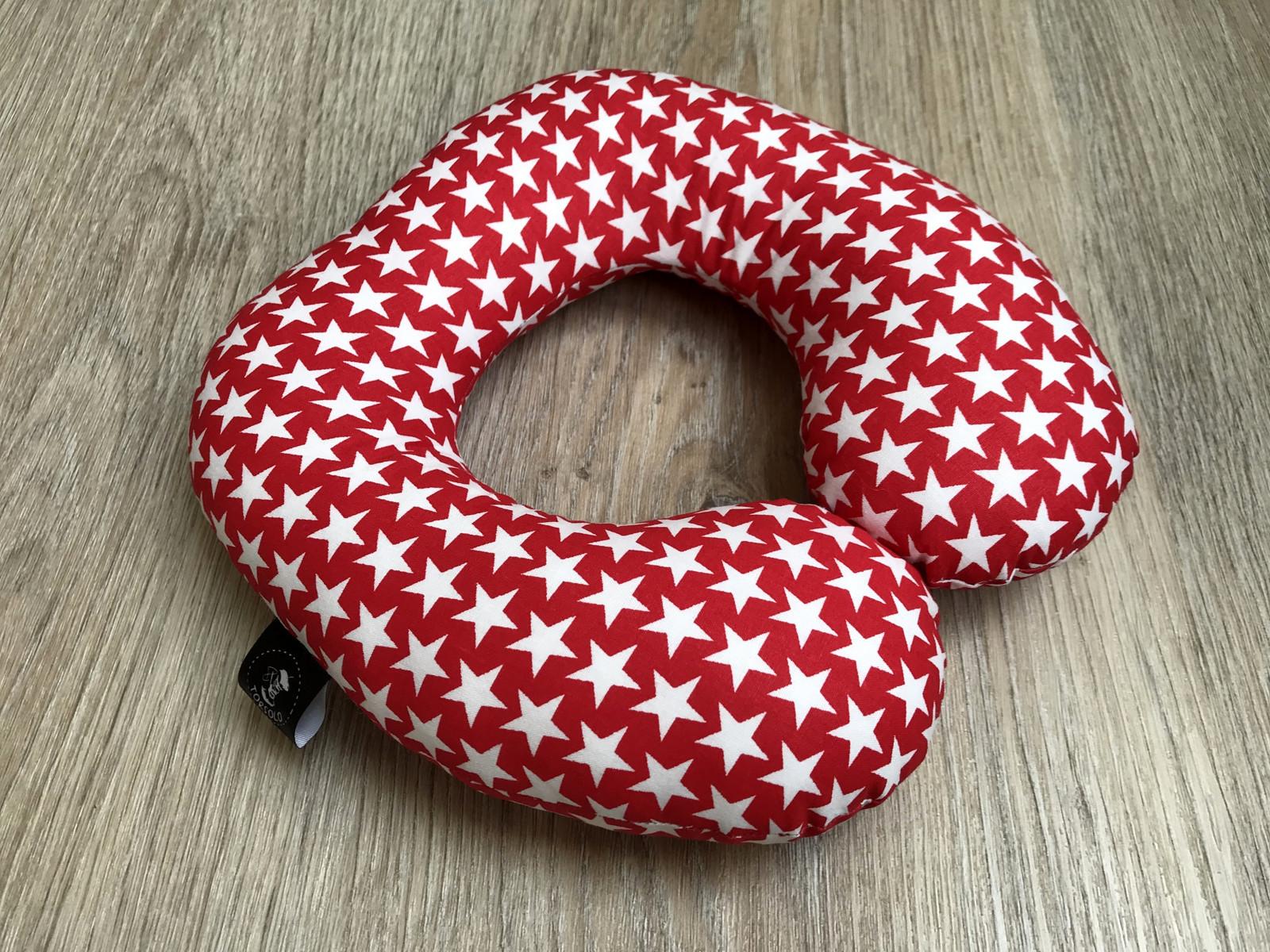 9881b15845f Cestovní polštářek červený v hvězdami   Zboží prodejce Torsolo