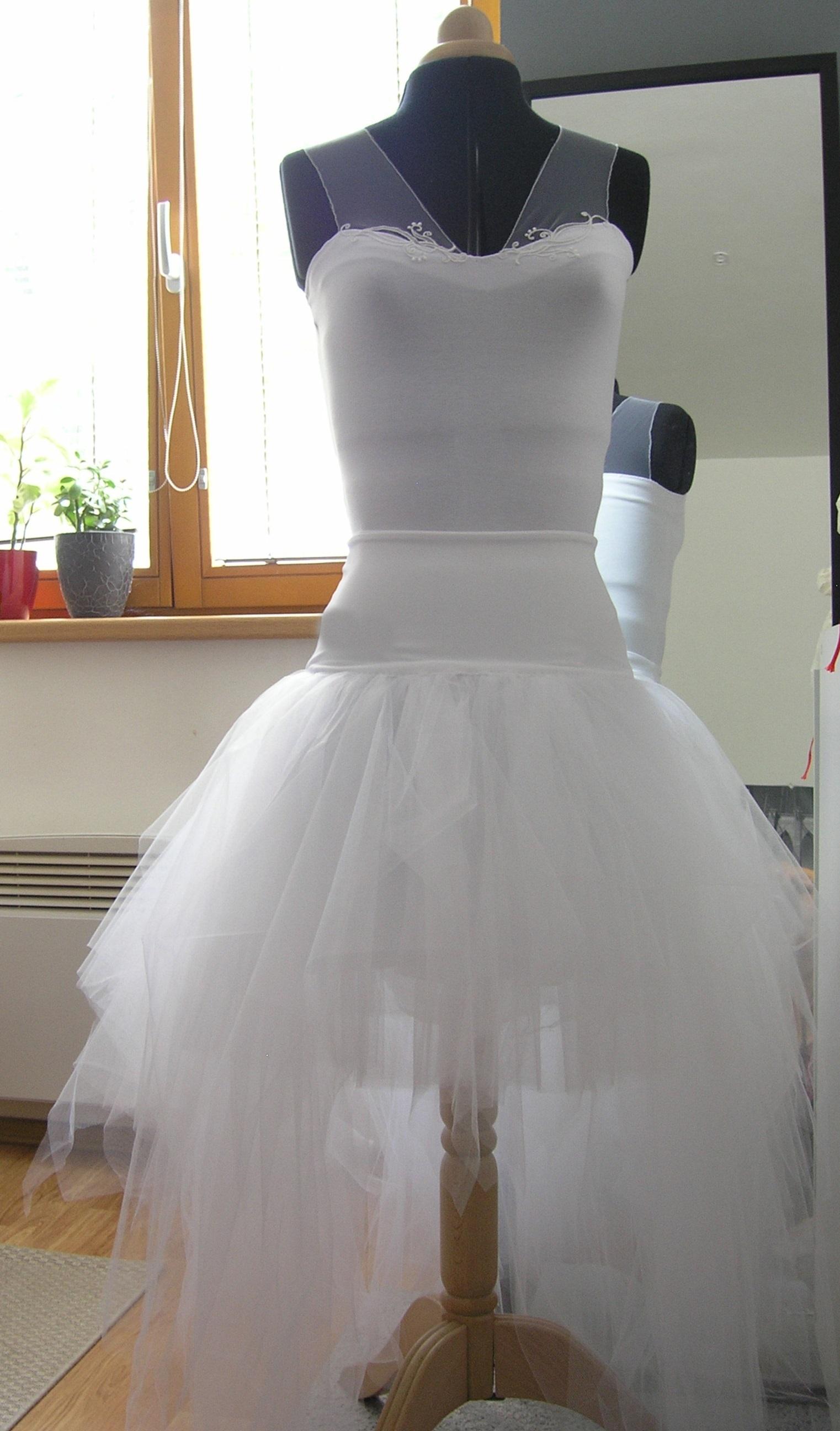 101c65494d6 Bílá asymetrická sukně +svatební body zdobené   Zboží prodejce ...