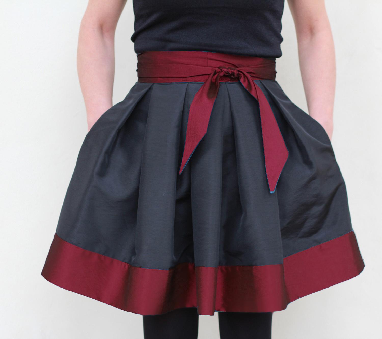 5f8add711e23 Skládaná sukně MINI černo-červená s mašlí   Zboží prodejce FuFu ...