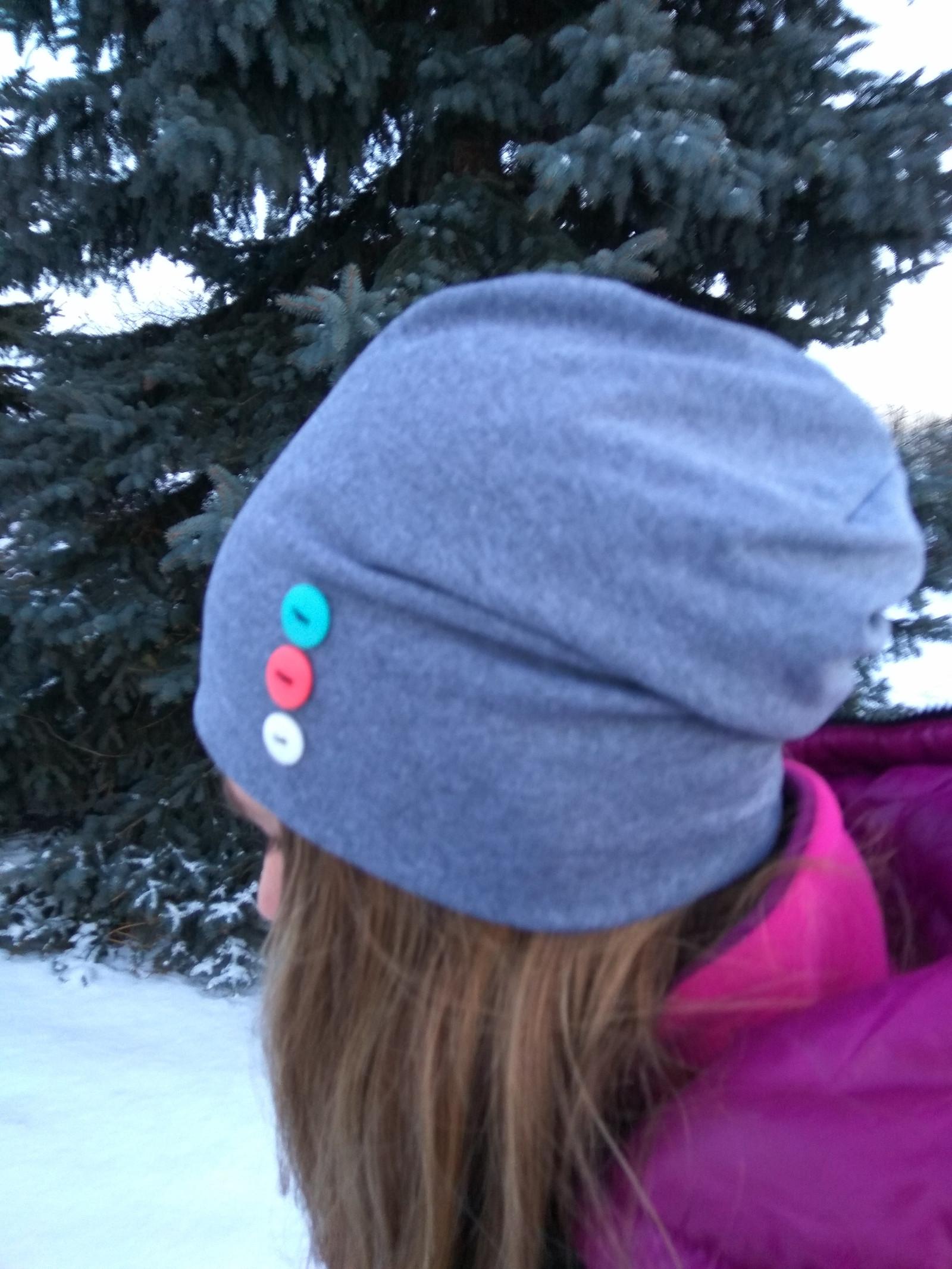 025e2056053 Stylová čepice barevné knoflíky - šédá   Zboží prodejce katmane ...