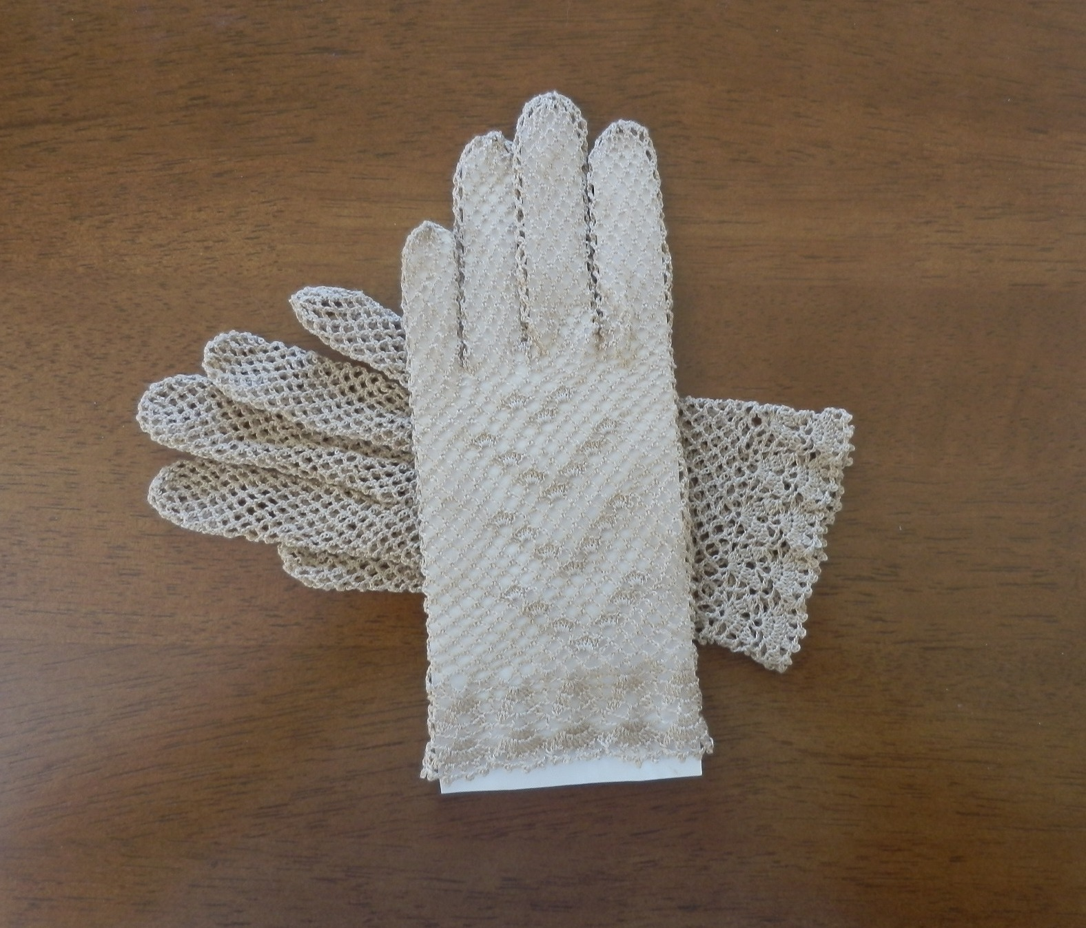 cc1189a8349 béžové háčkované krajkové rukavičky   Zboží prodejce Perlorodka ...