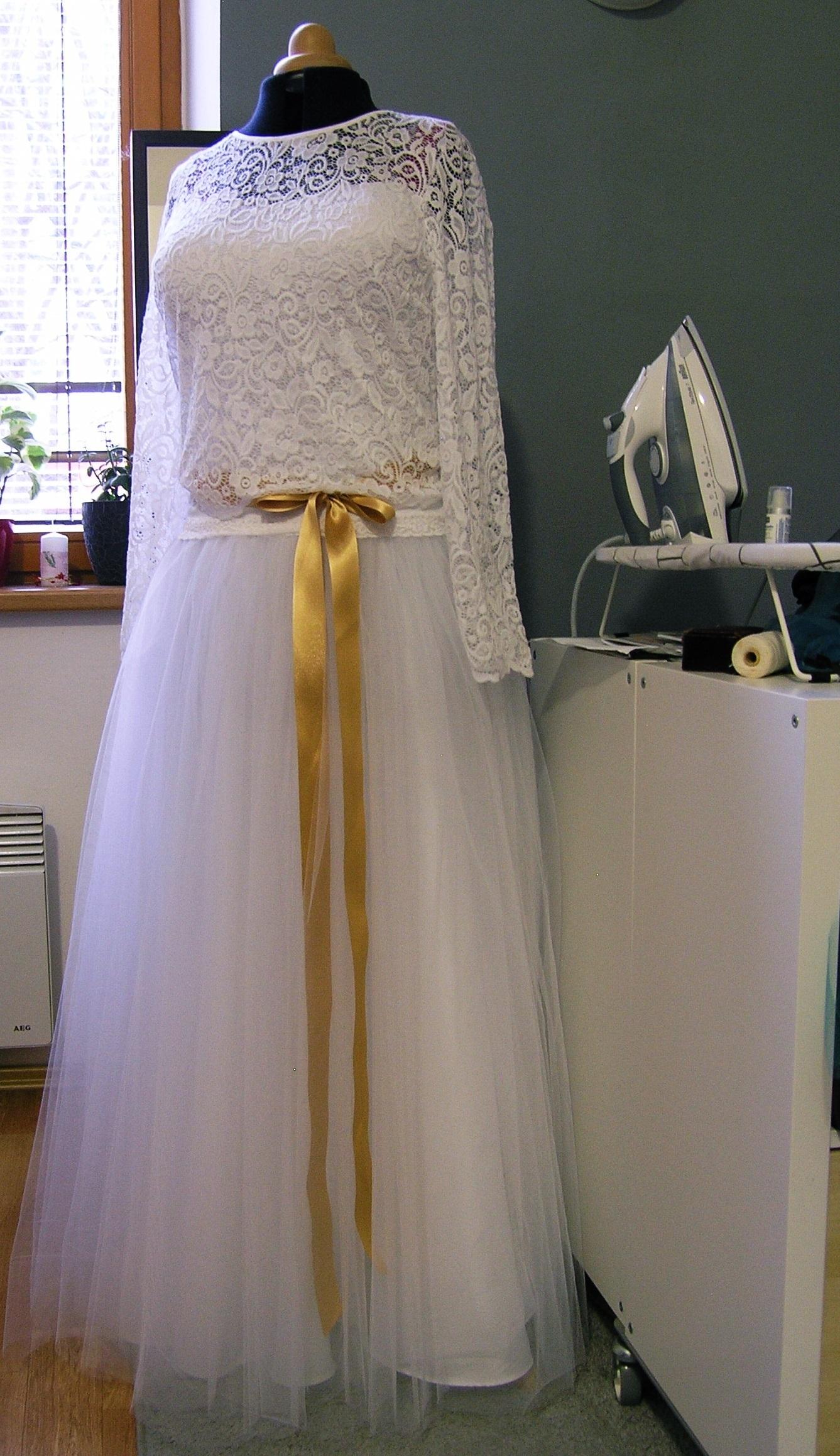 0b5343ad01e Svatební sukně