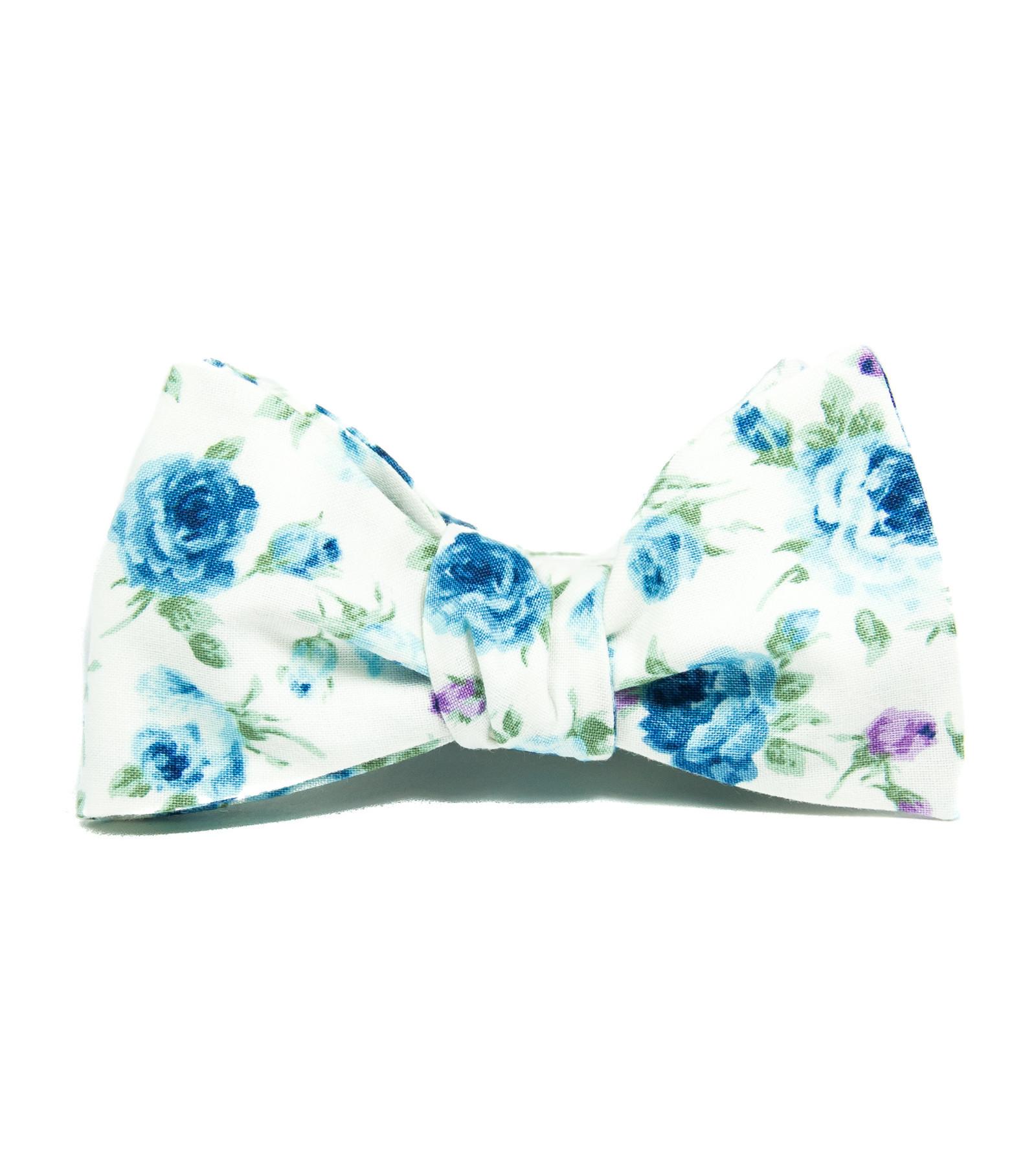 0069e9225cb Bílý vázací motýlek s modrými květy   Zboží prodejce bubibubi ties ...
