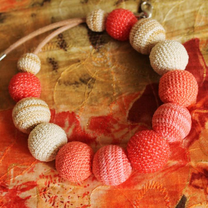 b94e42d709d Oranžové - háčkované korále se skleněnými korálky   Zboží prodejce ...