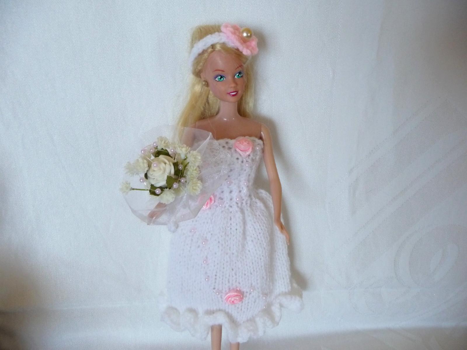 Svatební bílé šaty s růžičkami s čelenkou a kyticí   Zboží prodejce ... a86ceea0efa