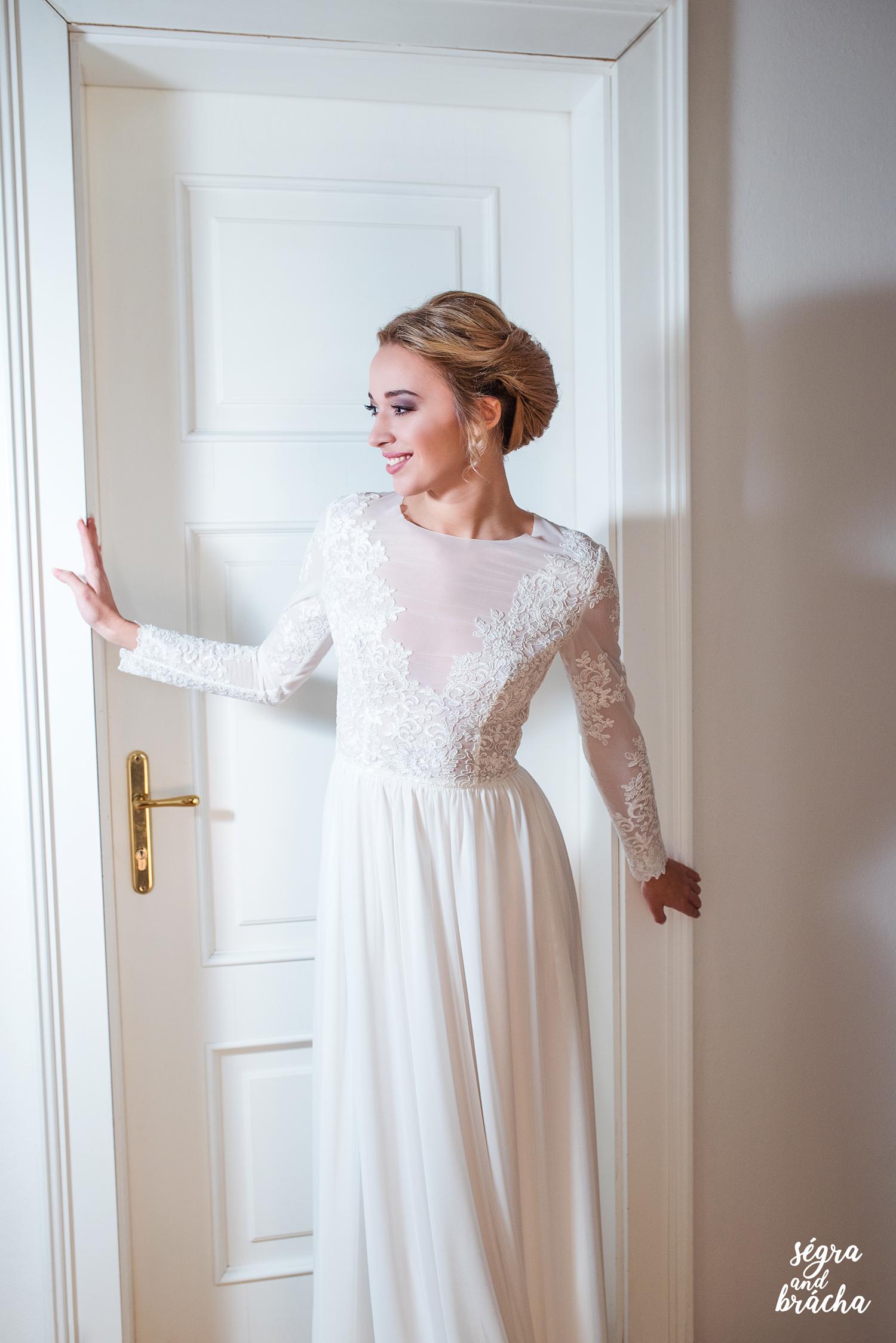 Svatební šaty z tylu s dlouhým rukávem vyšívané kr   Zboží prodejce ... 3473ce2ae1