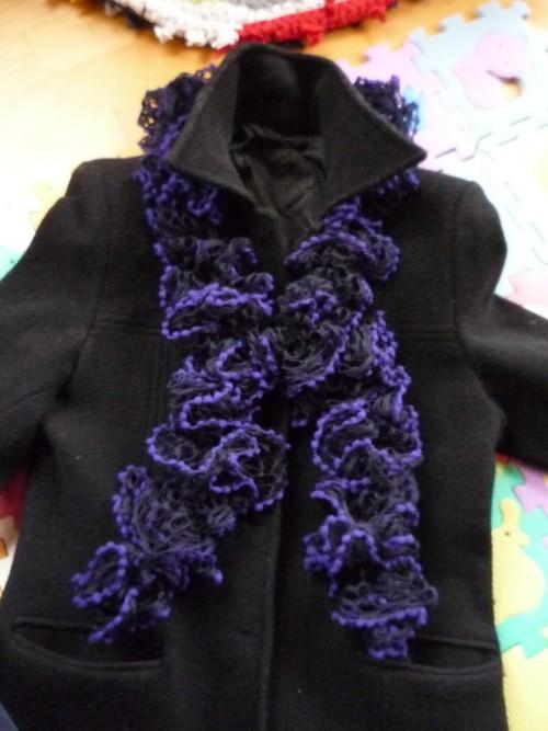 2b4ef5b0610 Volánková šála - tmavá fialová   Zboží prodejce hanise