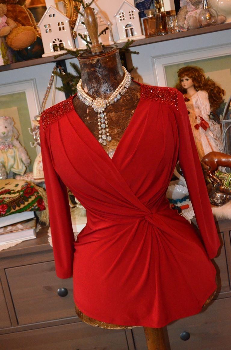 f5b538c39dd Krásný červený top zdobený kamínky   Zboží prodejce Panská dílna ...