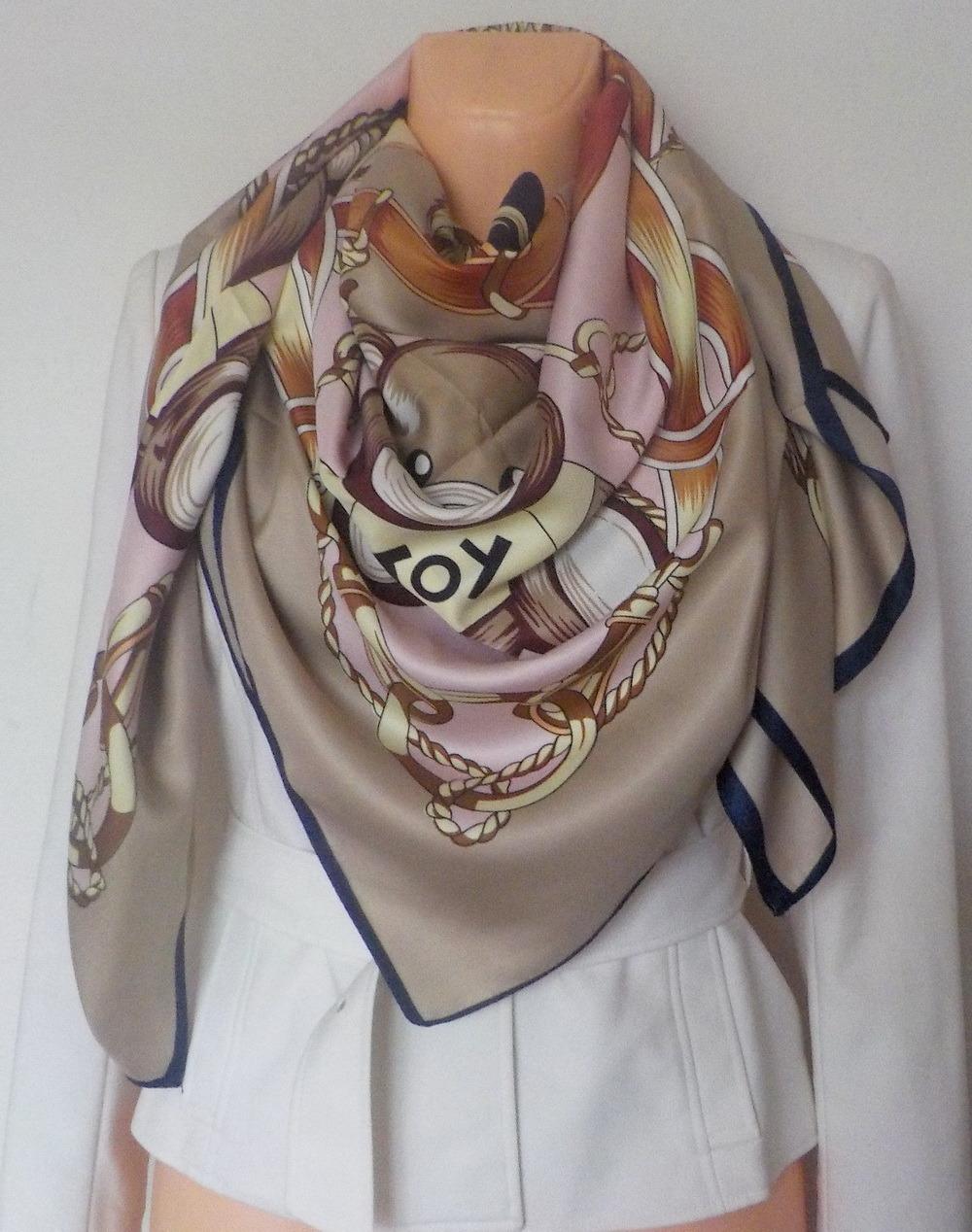 4f5e1da7644 Velký hedvábný šátek 130x130 cm---medvěd 1   Zboží prodejce YSRC ...