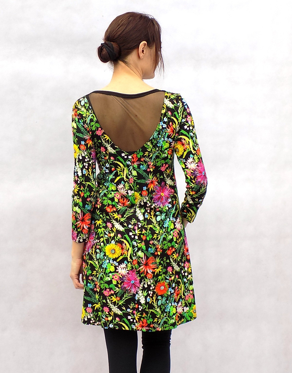 Květy na černé...tunika...vel.S   Zboží prodejce LaPanika  284a37002f