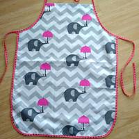 a514a3b74b2d Dětská zástěrka slon s růžovým deštníkem