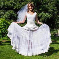 c434b3d68f0e Bílé kolové šaty s krajkou · Zrozena pro krásu · O+. 237.55 €. Spodnička  pod šaty