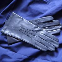 Tmavomodré kožené rukavice s hedvábnou podšívkou e251c4f67b