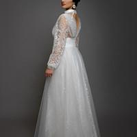 3de3ae8ec197 Svatební šaty z tečkované vyšívané tylové krajky s