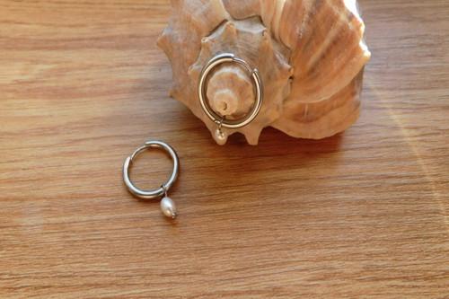 Naušnice-nerezové kruhy s perličkami