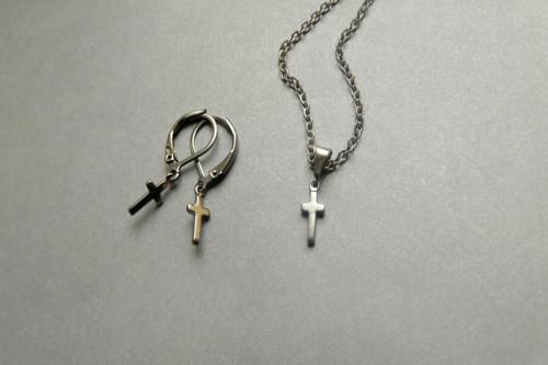 Nerezový náhrdelník s mini křížkem