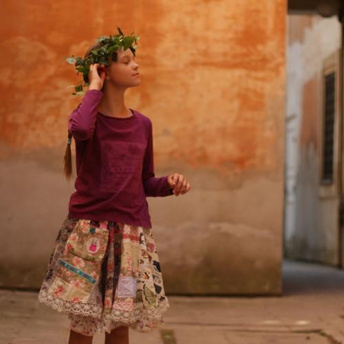 Folklor, růže & kočky ...točící sukně 9-13 let