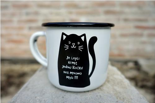 Černá s tlustou kočičkou