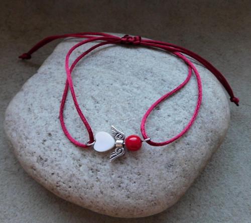 Náramek- Vánoční andílek s korálem a perletí