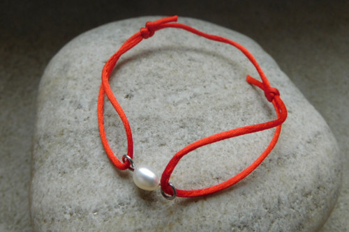 Náramek - Kabbalah s bílou říční perlou......