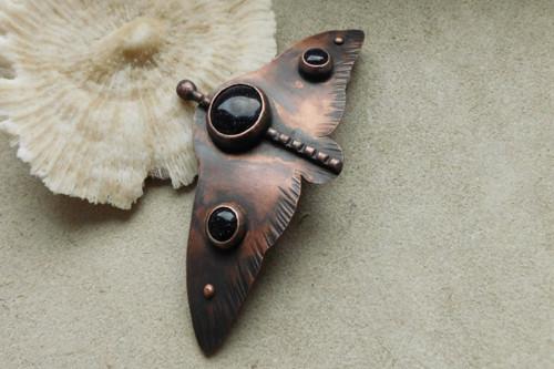 Originální měděná spona- Noční motýl.....