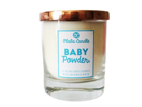 Baby Powder - Luxusní sójová svíčka s dřevěným knotem O'lala Candle