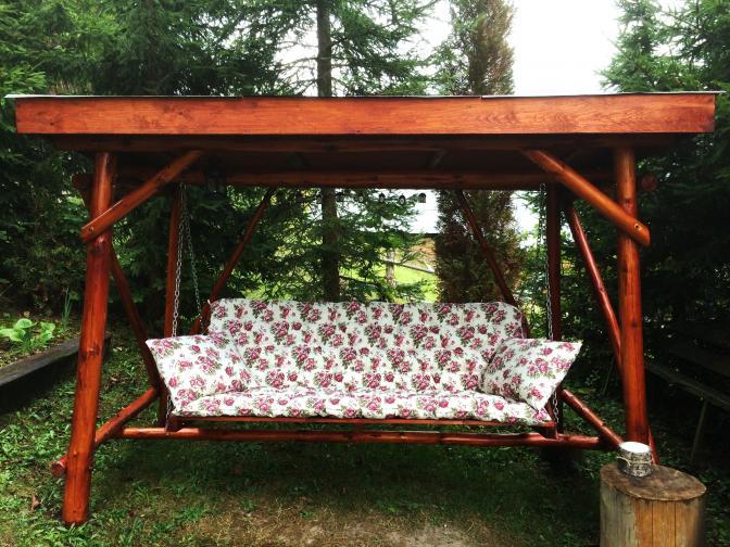 Růžičkový polstr zhotovený na přání na zahradní houpačku. Romantika!