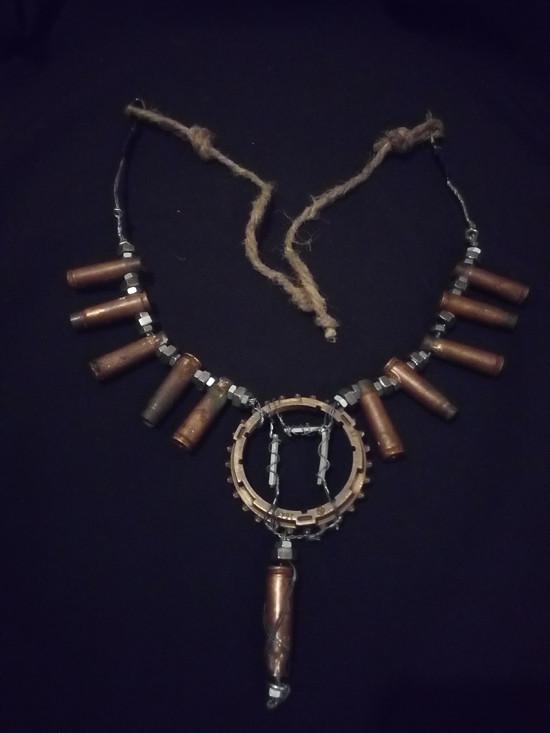 Post Apo náhrdelník
