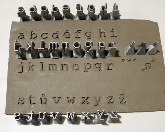 Sada razidel abeceda malá Courier